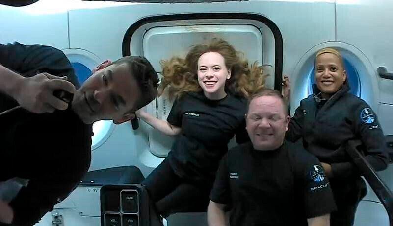 Członkowie prywatnej misji Inspiraton4 wrócili na Ziemię