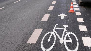 Malowanie pasa rowerowego w mieście