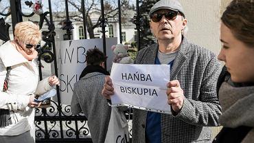 Lublin. Protest pod kurią przeciwko pedofilii w kościele