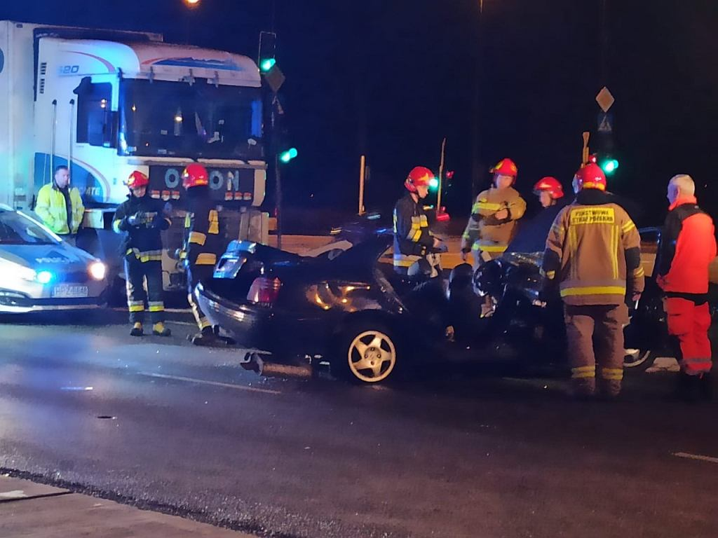 Wypadek na skrzyżowaniu ul. Nowoursynowskiej z Doliną Służewiecką