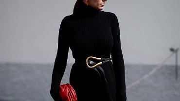 Lidl sprzedaje sukienki za 49,99! Ta czarna jest piękna, ponadczasowa i wyszczupla!
