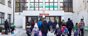 """Kiedy zamkną szkoły 2021? Minister zdrowia odpowiada stanowczo, wiceminister mówi o """"rozsądnych decyzjach"""""""