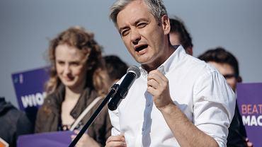 Robert Biedroń przypomina szefom PiS i PO o pomyśle na wspólną debatę. 'Widzimy się 3 maja, tak?'