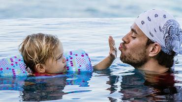 Enrique Iglesias z dzieckiem