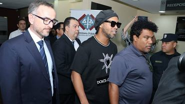 Ronaldinho podczas zatrzymania przez paragwajskie służby