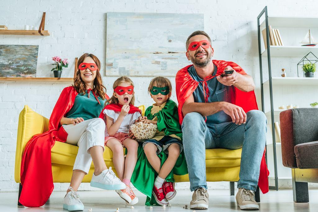 Filmy o superbohaterach są świetną propozycją na seans dla całej rodziny. Zdjęcie ilustracyjne, LightField Studios/shutterstock.com