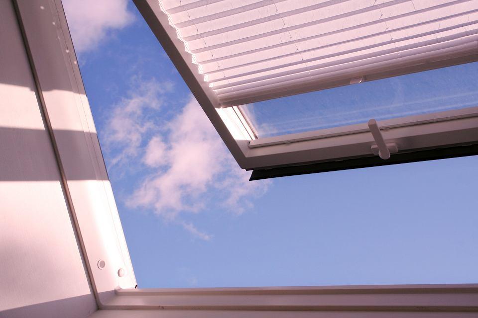 Żaluzje na okna dachowe