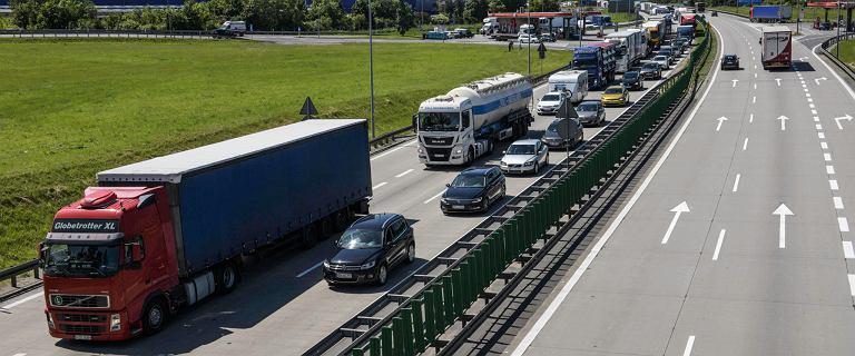 Samochody osobowe od lat stają się coraz cichsze. Hałas to dla ludzi problem, ale transport drogowy nie może być niesłyszalny