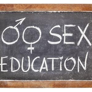 O edukacji seksualnej: 'Dziewczyny, które rozmawiają z rodzicami o seksie, mają inicjację wcześniej.'