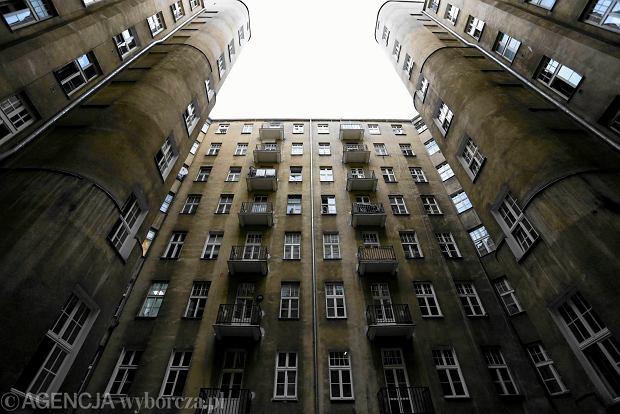 Reprywatyzacja w Warszawie. Prokuratura wznowi 28 śledztw