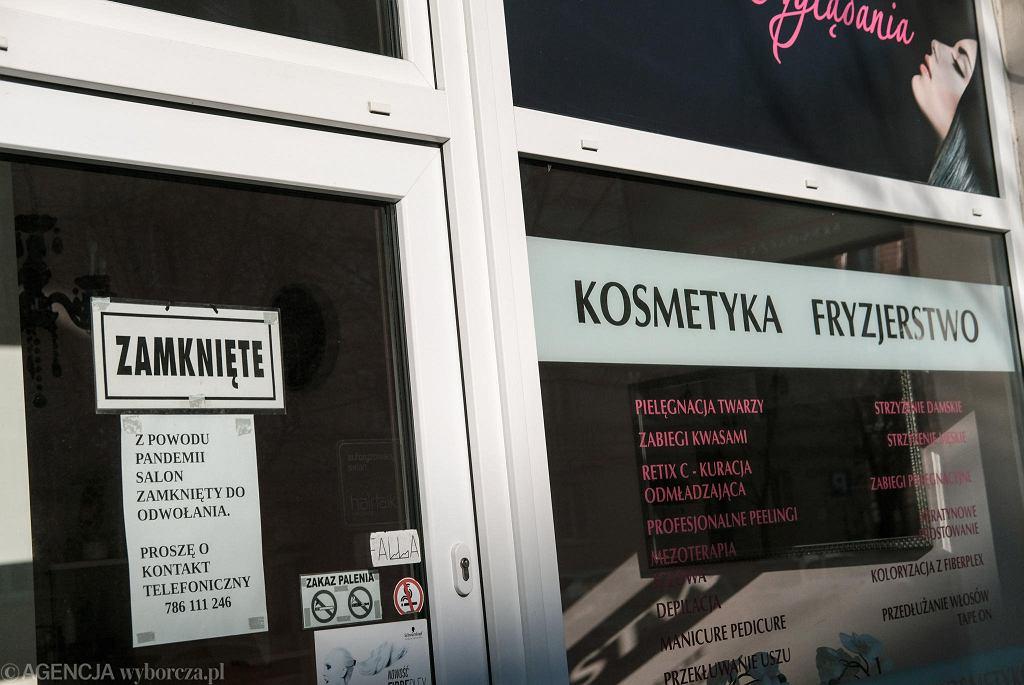 Salony fryzjerskie i kosmetyczne oficjalnie są zamknięte. Zdjęcie ilustracyjne