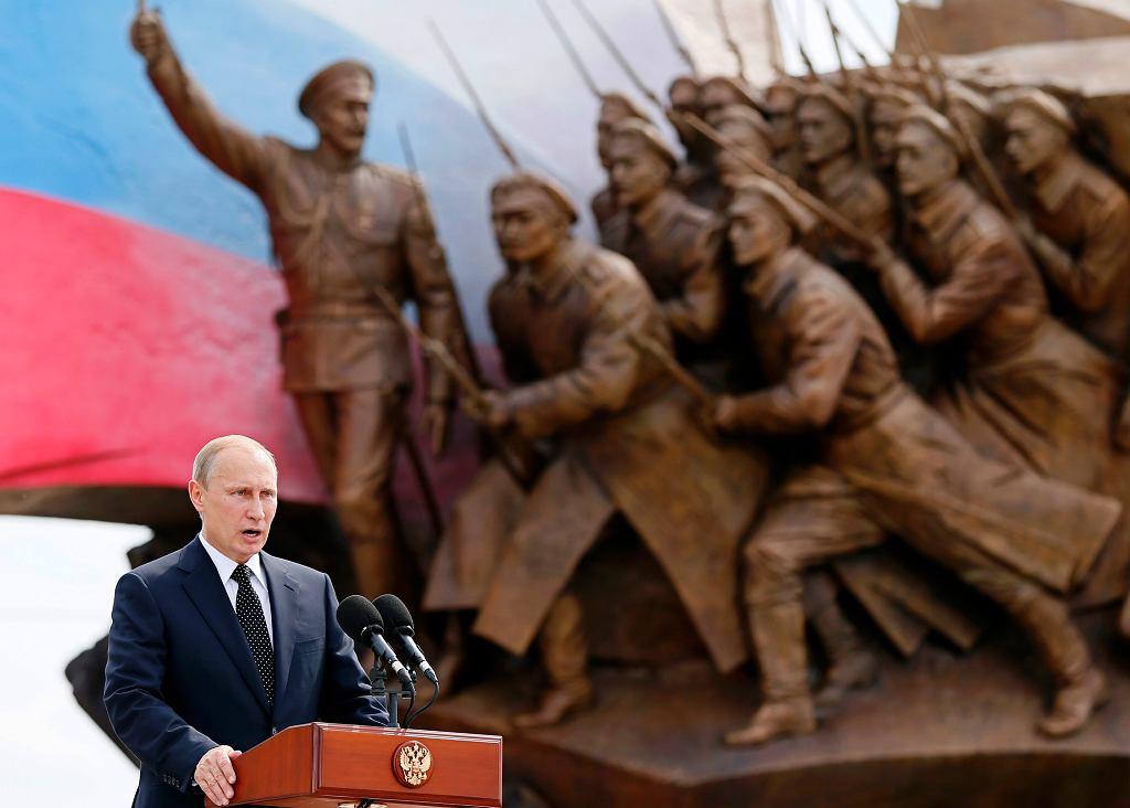 Prezydent Rosji Władimir Putin przemawia podczas ceremonii odsłonięcia pomnika Bohaterów I Wojny Światowej. Park Zwycięstwa na Pokłonnej w Moskwie. Rosja, 1 sierpnia 2014