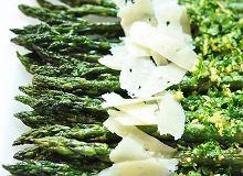 Szparagi z gremolatą i serem pecorino - ugotuj