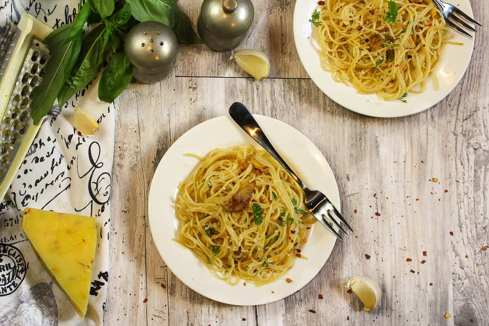 Spaghetti aglio olio jest bardzo popularne w dzisiejszej kuchni włoskiej.