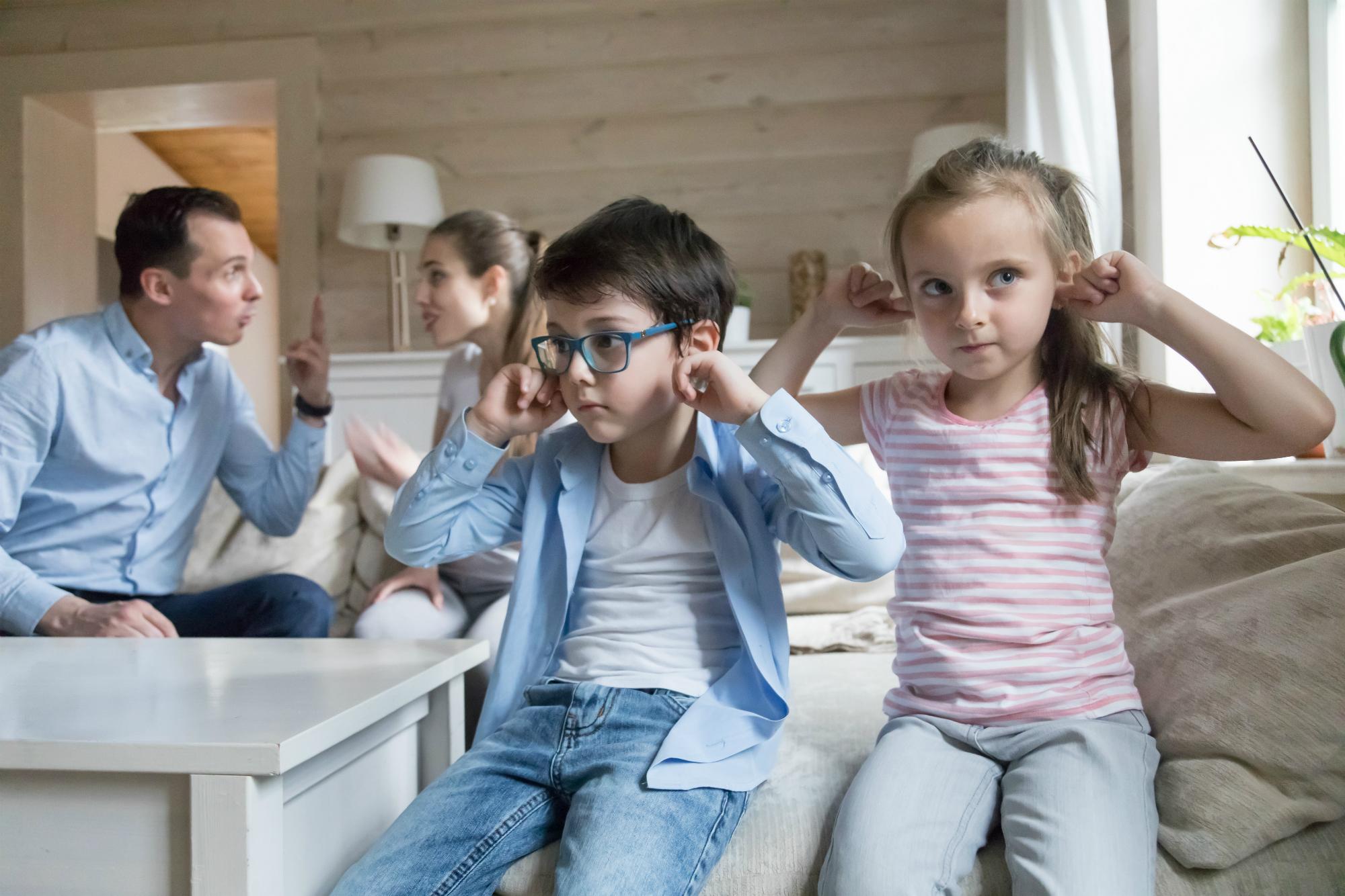 Dzieci mogą odczuć ulgę po rozstaniu rodziców, bo skończą się kłótnie (fot: Shutterstoco.com)