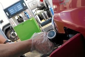 Ceny paliw mogą przestać spadać. Droga ropa i słaby złoty nie wróżą dobrze