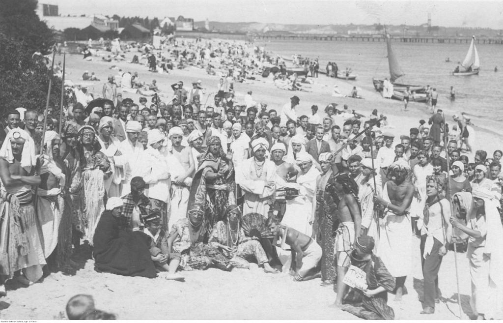 Bal przebierańców na plaży w Gdyni