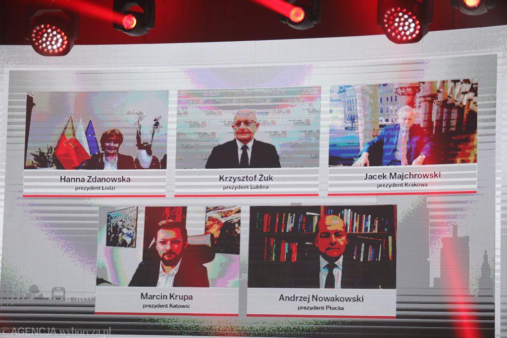 Wirtualna debata samorządowców podczas Gali Supermiasta. W lewym górnym rogu prezydent Łodzi Hanna Zdanowska.