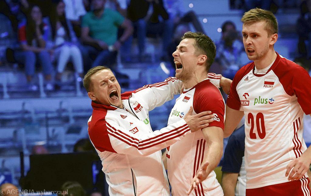Damian Wojtaszek (z lewej) podczas meczu mistrzostw świata w siatkówce we Włoszech