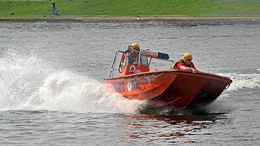 Łódź WOPR-u wpłynęła na pływaka. Ratownicy go nie zauważyli (zdjęcie ilustracyjne)
