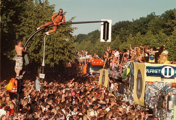 Love Parade w Berlinie w 1999 roku, na 11 lat przed ostatnią, tragiczną edycją