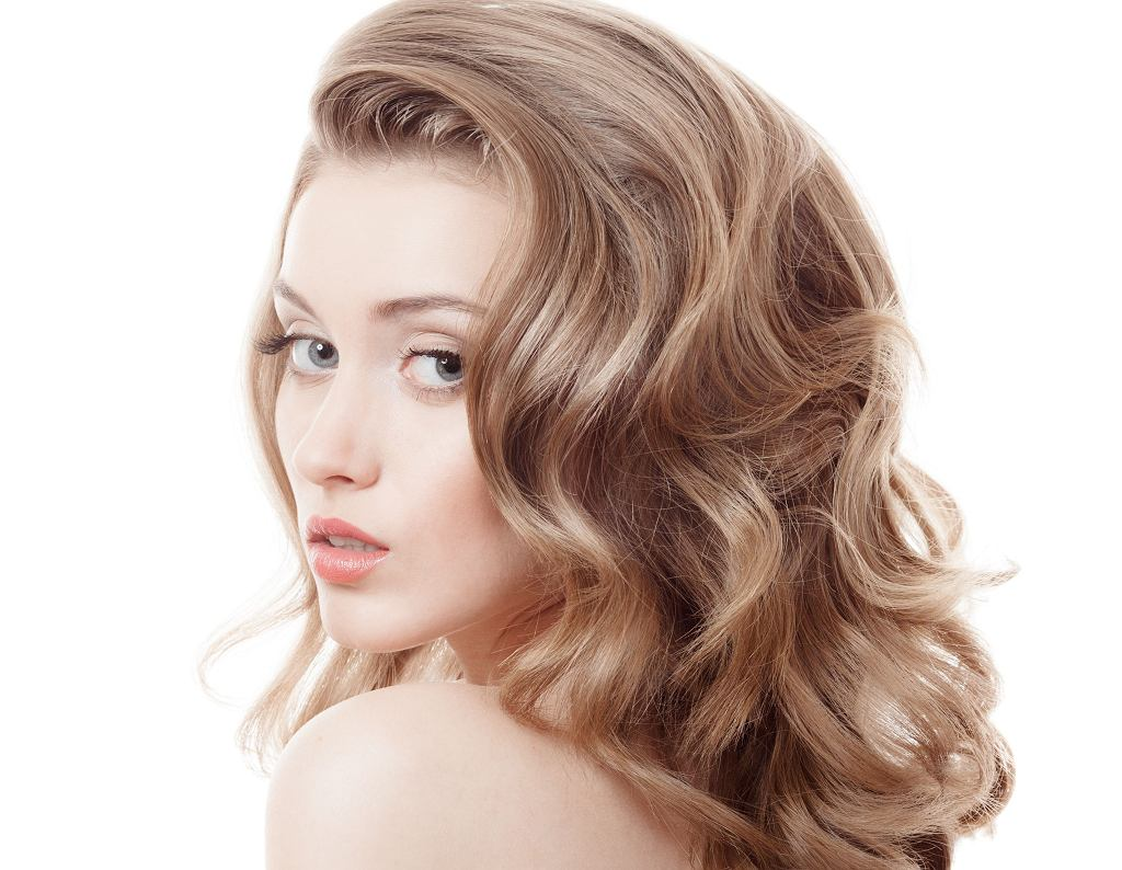 Gęste włosy to niewątpliwa ozdoba. Imponująca fryzura nie musi być jednak wyłącznie dziełem natury.
