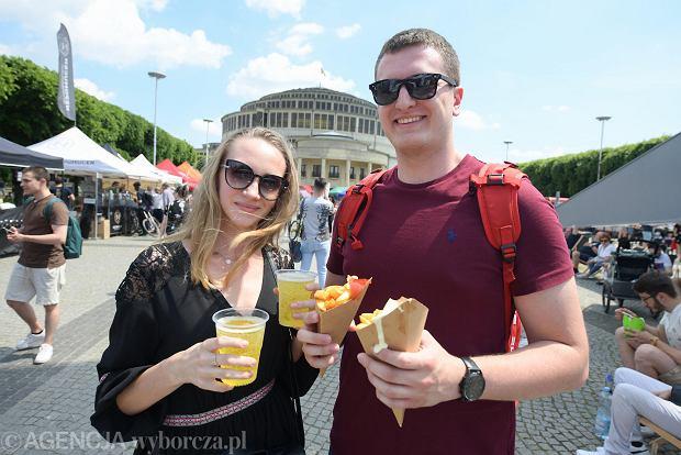Zdjęcie numer 0 w galerii - Lotny Festiwal Piwa pod Halą Stulecia. Spory wybór rzemieślniczych trunków i dobrego jedzenia [ZDJĘCIA]