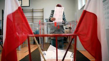 Szef komisji miał przyjechać autem oznakowanym materiałami wyborczymi