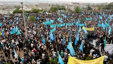 Wiec krymskich Tatarów w Symferopolu w 70. rocznicę zarządzonej przez Stalina masowej deportacji tego narodu z Krymu