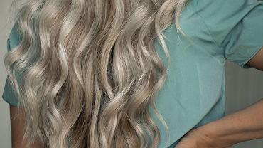 Gencjana na włosy - tani i prosty sposób, by pozbyć się nieestetycznego, żółtego odcienia blondu