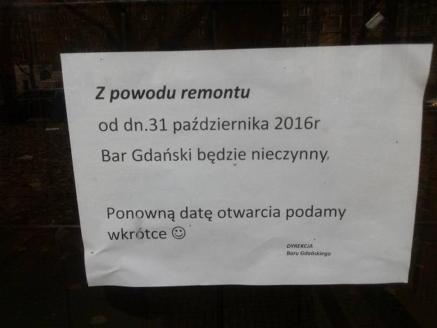 Ogłoszenie wiszące na drzwiach baru mlecznego Gdański.
