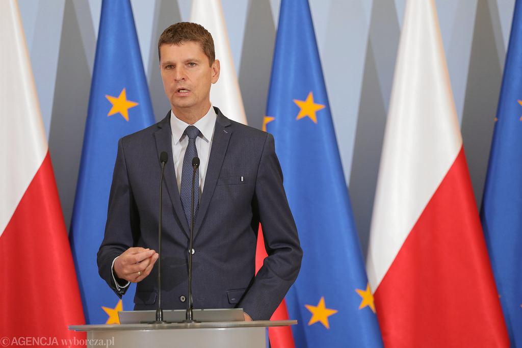 Szef MEN Dariusz Piontkowski podczas konferencji 'Bezpieczna szkoła' w Warszawie
