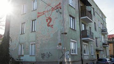 Warszawa, ul. Lutosławskiego 9. Kamienica po reprywatyzacji