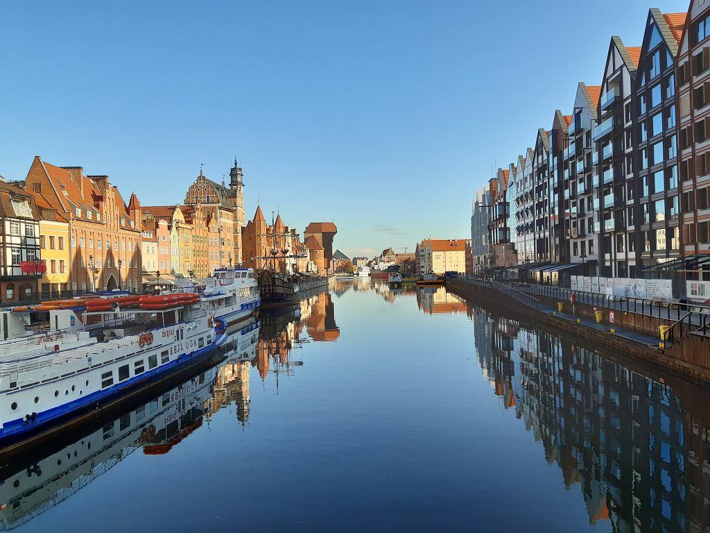 Gdańsk, po lewej stronie Wyspa Spichrzów