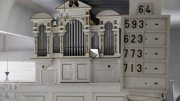 Kościół ewangelicko-augsburski apostołów Piotra i Pawła w Rybniku powstał z przebudowanej w 1791 roku dawnej sieciarni zamkowej