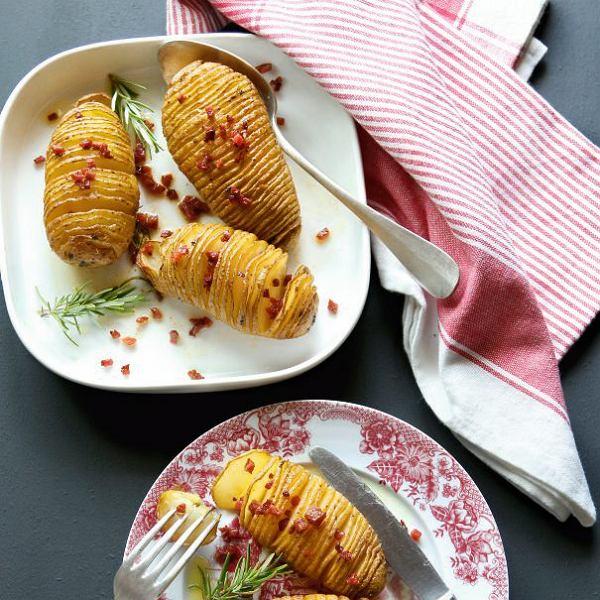 Nacinane pieczone ziemniaki z masłem czosnkowym
