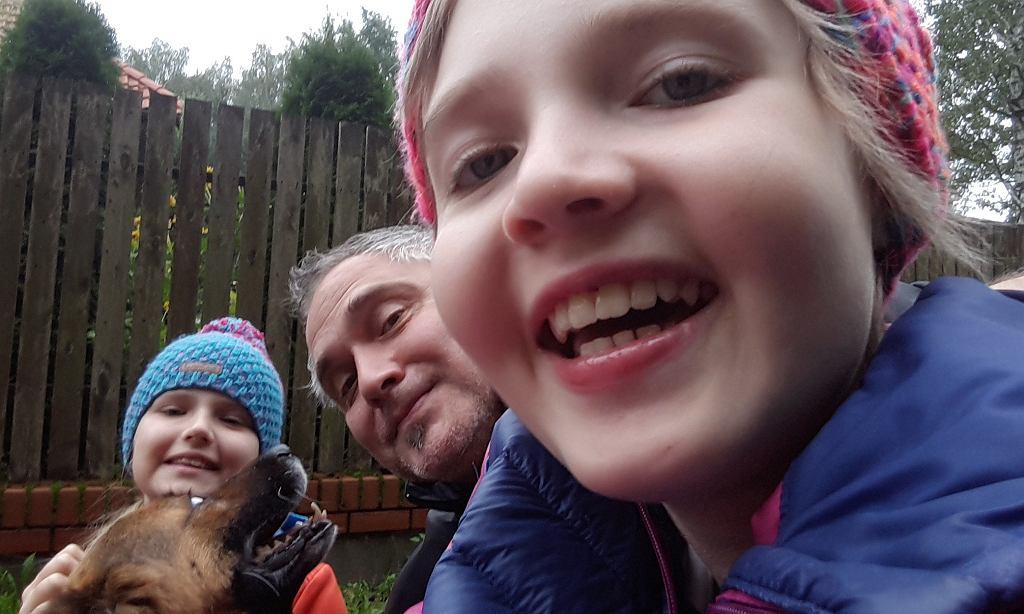 Hania z tatą i siostrą
