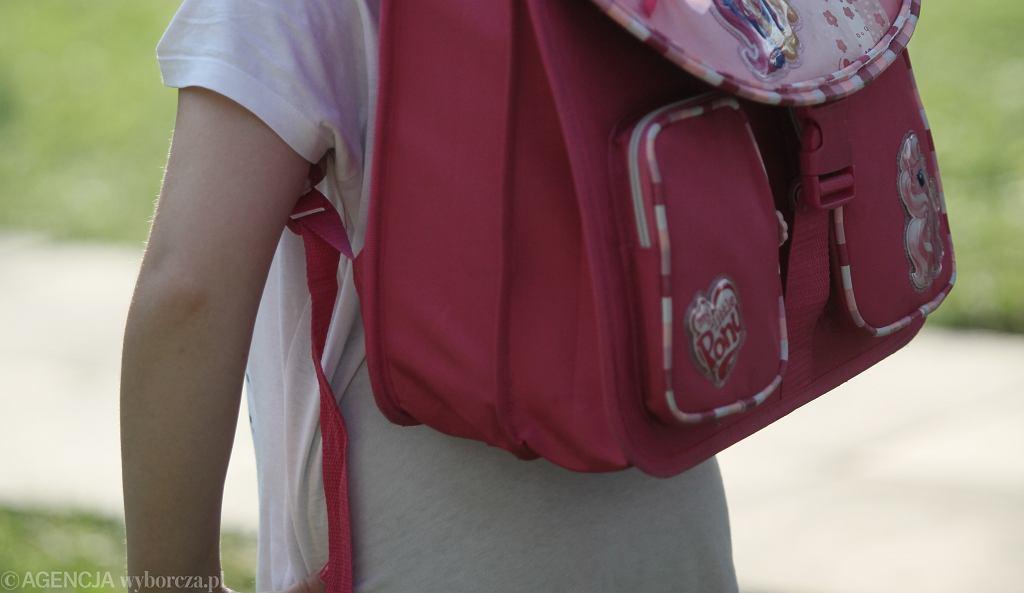 Dziecko z plecakiem / zdjęcie ilustracyjne