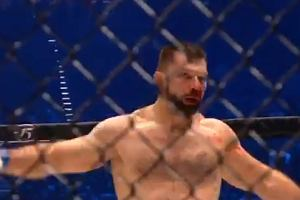 Szymon Kołecki pokonał przez TKO Damiana Janikowskiego na KSW 52 w Gliwicach