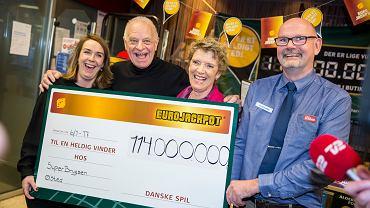 11.01.2017 , Leif i Aase Sommer z duńskiego Oelsted wygrali w loterii Eurojackpot 114 milionów Euro .