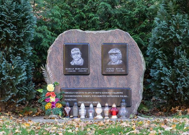 Pomnik w Walimiu upamiętniający Janusza Kuliga i Mariana Bublewicza