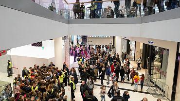 W okresie świątecznym złodziei jest więcej, łatwiej jest też ukraść, bo są tłumy (fot: Jakub Orzechowski/ Agencja Gazeta)
