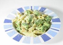 Makaron z indykiem, brokułami i suszonymi pomidorami - ugotuj