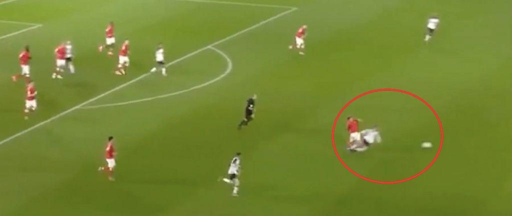 Krystian Bielik w meczu z Charltonem dostał bezpośrednią czerwoną kartkę