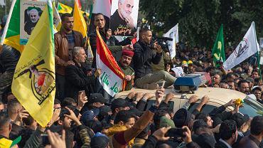 Irak. Kondukt żałobny irańskiego generała Kassema Sulejmaniego i zastępcy dowódcy irackich milicji Abu Mahdi al-Muhandisa.