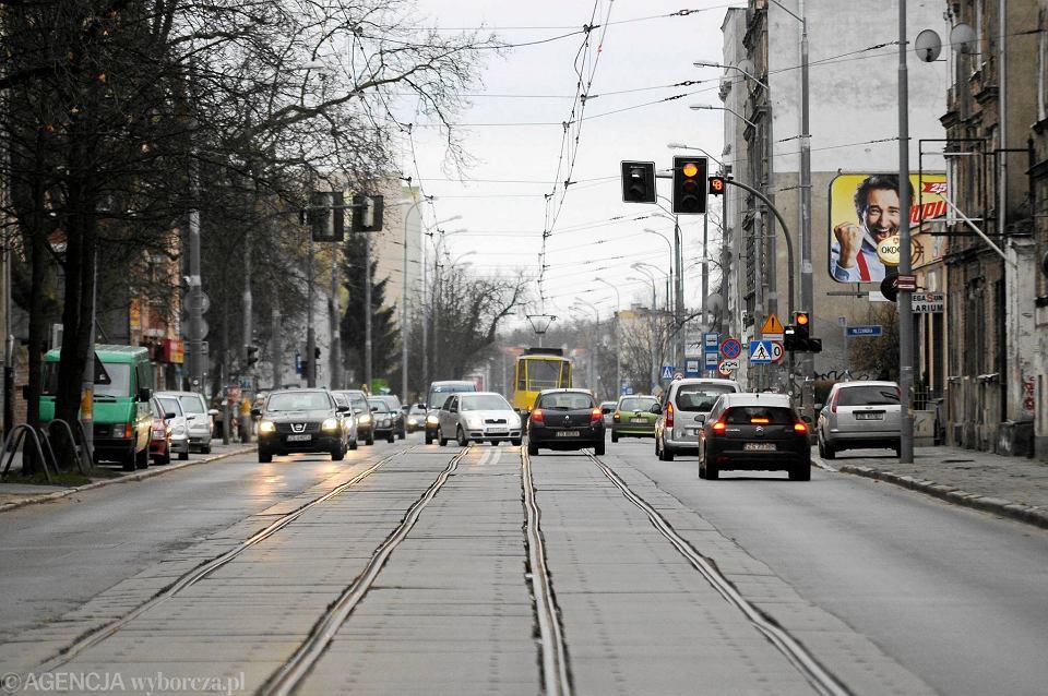 Jezdnia i torowisko na al. Powstańców Wielkopolskich są w fatalnym stanie. Unia dofinansuje jednak tylko wymianę torowiska