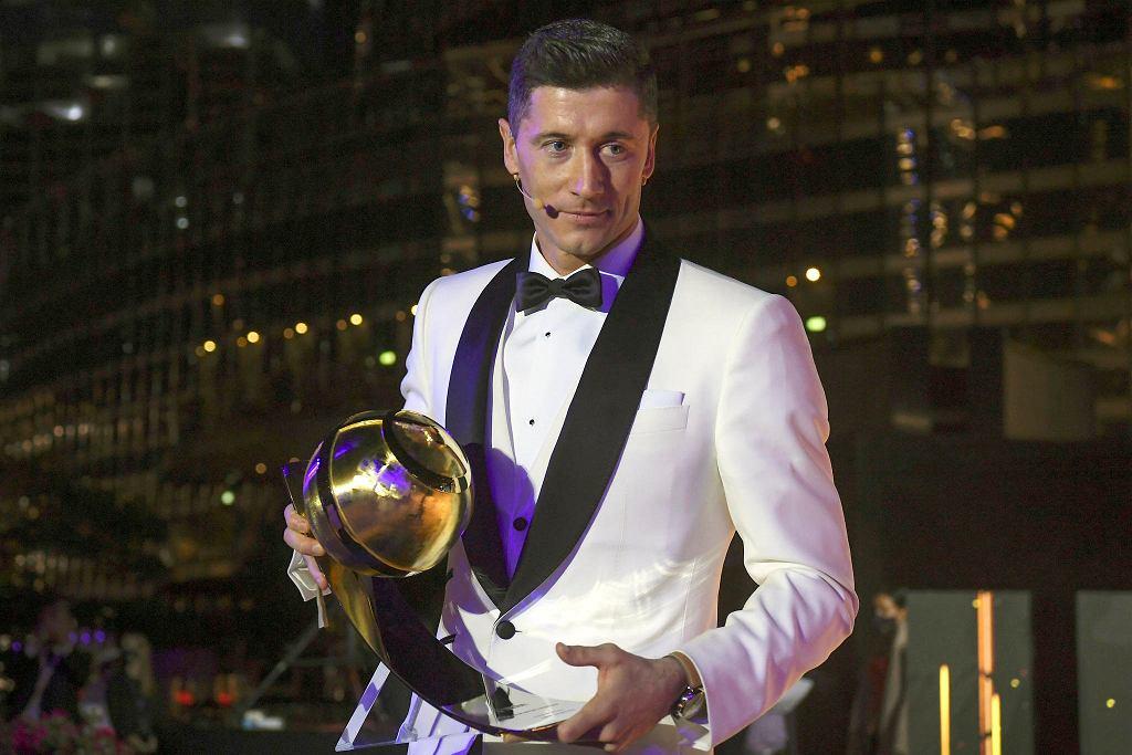 Robert Lewandowski z nagrodą dla najlepszego piłkarza świata podczas gali Globe Soccer Awards