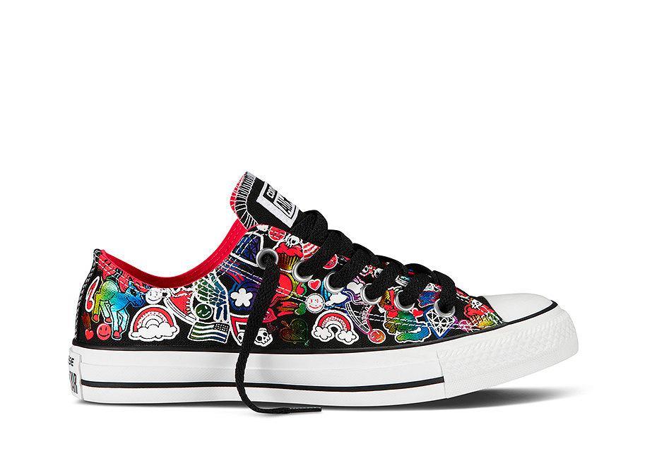 Kolorowe trampki Converse na wiosnę