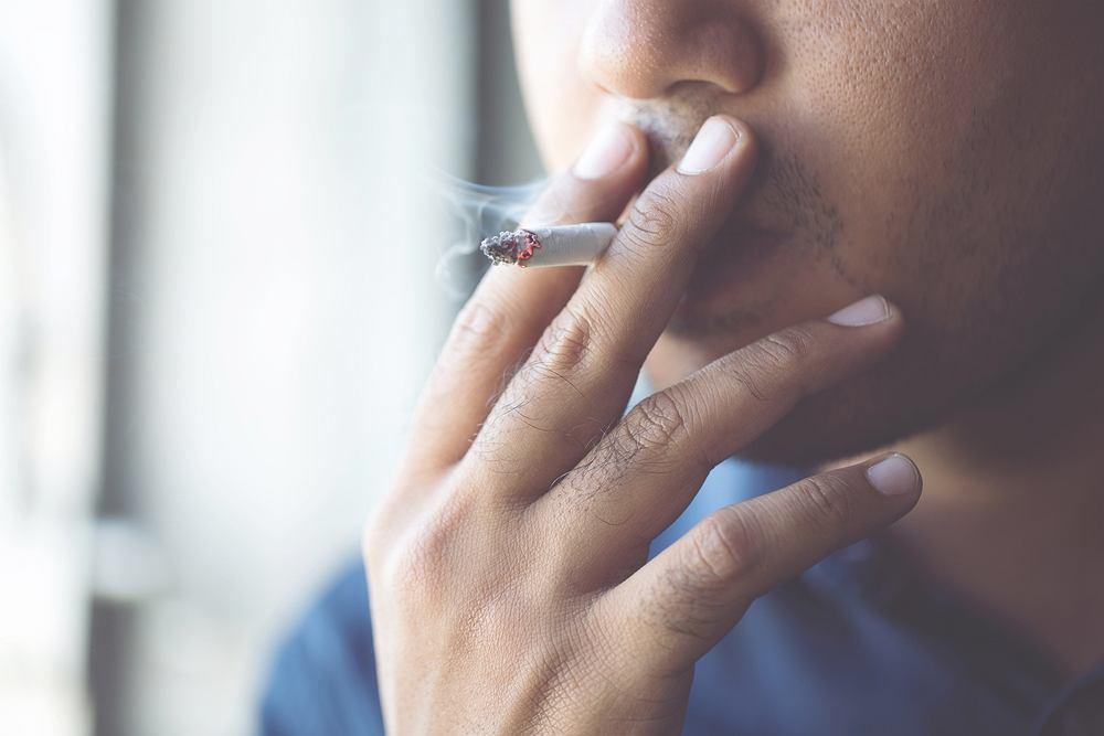 Formaldehydem można się zatruć poprzez palenie papierosów lub przebywanie w otoczeniu palaczy