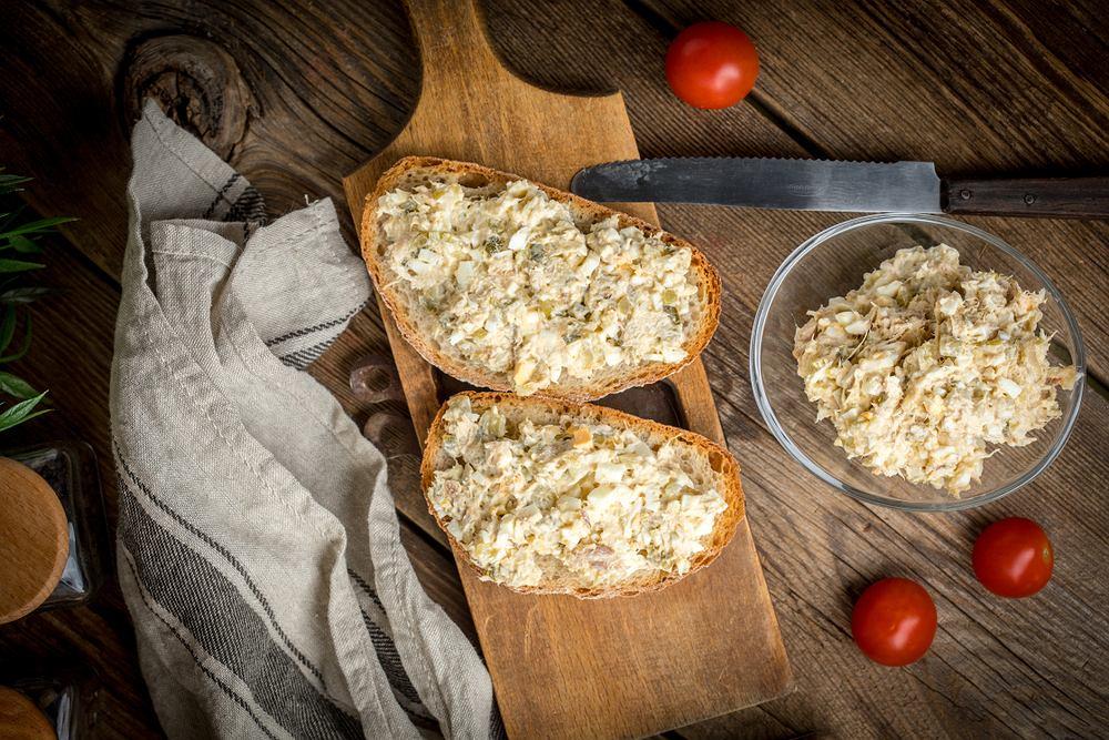 Pasta z makreli i jajek jest znanym wszystkim przepisem.